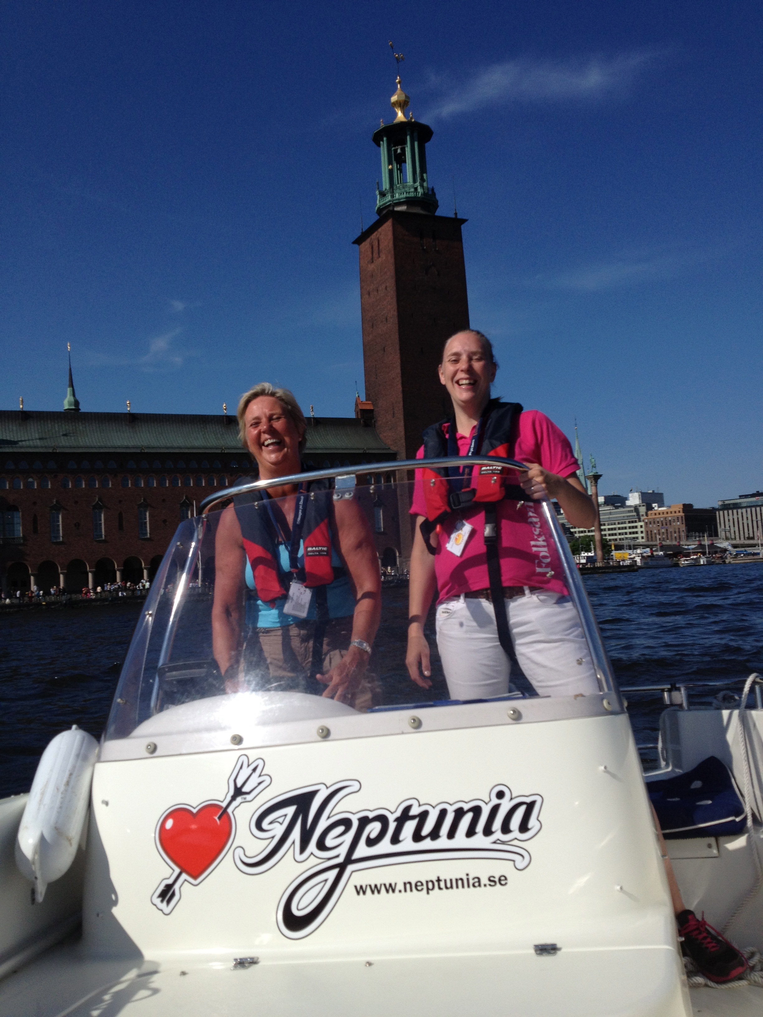 Mother Christina Schoug and daughter Katrin Blidell on Riddarfjärden by the City Hall in Stockholm City